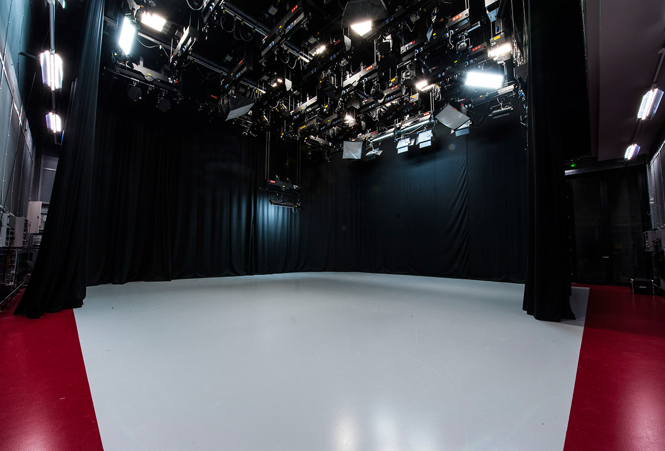Tv studio hire at bath spa venues for Studio floor